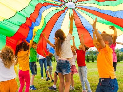 13 Best Parachute Games For Kids To Play 2020 [Images and Examples!]