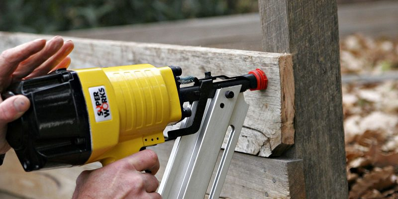 Nail Gunner vs. Hammer: Know the Difference